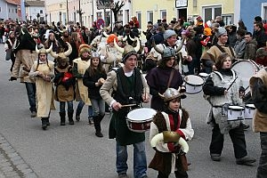 2011-03-06 massinger faschingszug 13